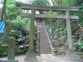 鎌倉円覚寺鐘へ.JPG