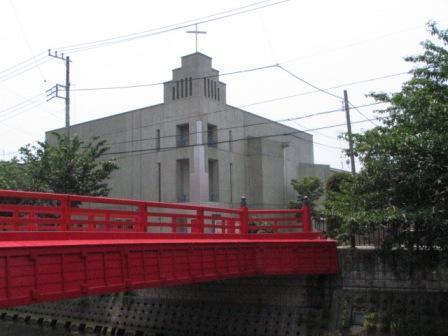 逗子市赤い橋と教会.JPG