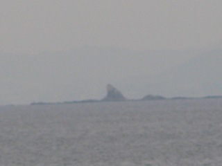 江ノ島烏帽子岩.JPG